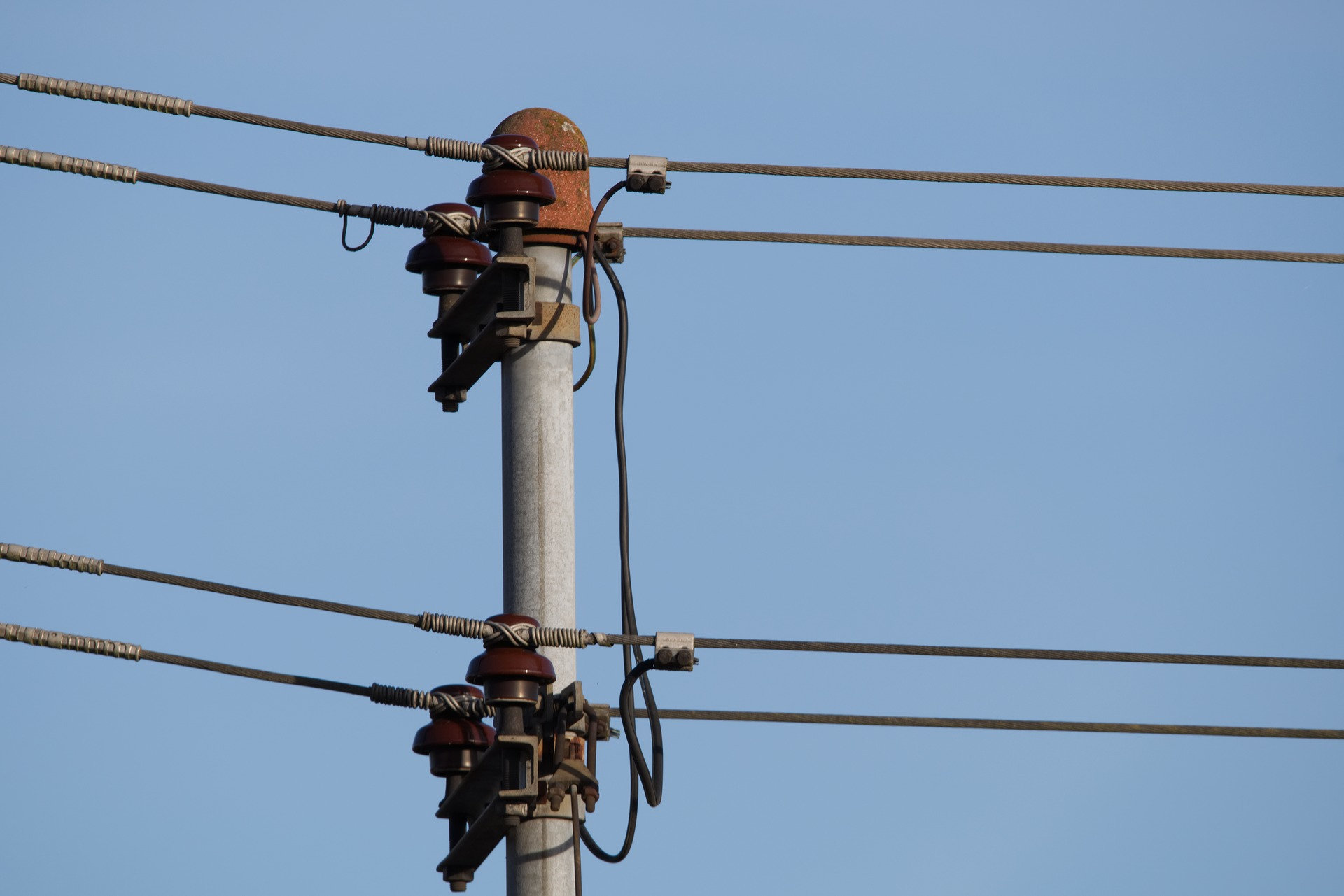 UK Power Networks Handle Overhead Cables