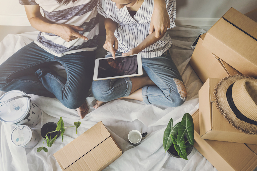 Couple moving house and setting up broadband