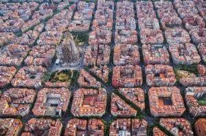 Imagen de vista aérea en Barcelona con vista de la Sagrada Familia